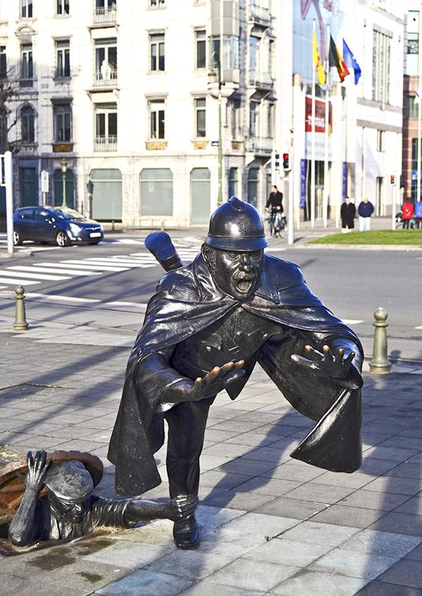 Estatua de Tom Frantzen por las calles de Bruselas imagen
